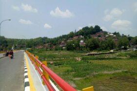 Pemandangan di sekitar Gunung Kemukus terlihat dari Jembatan Barong, Desa Pendem, Sumberlawang, Sragen, Kamis (28/11/2019). (Solopos/Moh. Khodiq Duhri)
