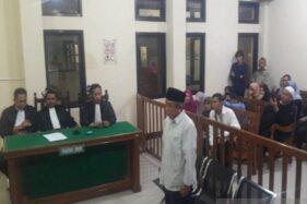 Pelawak Empat Sekawan, Nurul Qomar, Senin (11/11/2019), dijatuhi hukuman 17 bulan penjara oleh Pengadilan Negeri Kabupaten Brebes pada kasus surat keterangan palsu (SKP). (Antara-Kutnadi)