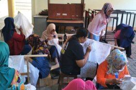 Warga mengikuti pelatihan membatik Disperindag Kota Magelang. (Antara-Humas Pemkot Magelang)