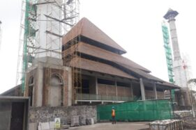 Bangunan Masjid Taman Sriwedari Solo yang tengah dibangun, Rabu (13/11/2019). (Solopos/Nicolous Irawan)