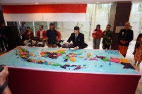 Kreasi kue klepon yang dibentuk menyerupai peta Indonesia sebagai peringatan Hari Pahlawan, Selasa (12/11/2019). (Abdul Jalil-Madiunpos.com)