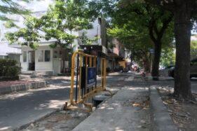 Lubang ducting di jalur lambat Jl. Slamet Riyadi yang tidak ditutup lagi dikeluhkan warga. (Solopos/Mariyana Ricky P.D.)