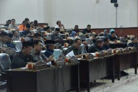 Anggota DPRD Kabupaten Madiun mengikuti Rapat Paripurna dalam rangka Pembacaan Nota Bupati dan Ketua DPRD tengang Raperda Inisiatif Kabupaten Madiun tahun 2019 di gedung dewan, Senin (11/11/2019). (Istimewa-Pemkab Madiun)