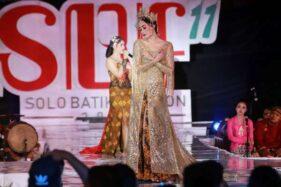 Interpretasi Seusai Itu Ria Soenaryo di Solo Batik Fashion 2019