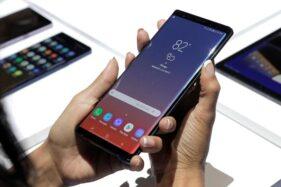 Ilustrasi smartphone Samsung. (Reuters)