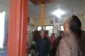 Miris! SD di Kulonprogo Disokong Bambu Biar Tak Ambruk