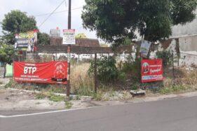 Spanduk dukungan untuk pasangan Achmad Purnomo-Teguh Prakosa terpasang di pinggir Jl. Kahuripan Kelurahan Sumber, Banjarsari, Solo, Rabu (20/11/2019). (Solopos/Kurniawan)