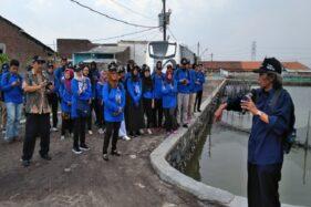 Tim Badan Geologi Kementerian ESDM saat meninjau kawasan pesisir pantai di Kota Semarang, beberapa waktu lalu. (Humas Kementerian ESDM)