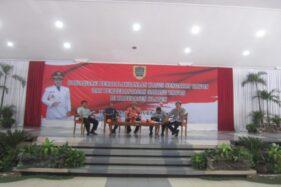 Sosialisasi penanganan sarang tawon di gedung RSPD Klaten, Jumat (22/11/2019). (Solopos/Ponco Suseno)