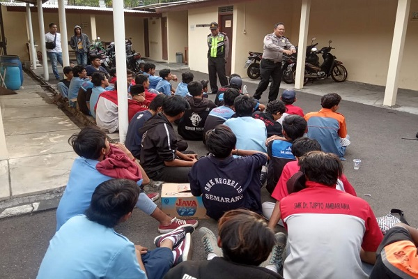 Tawuran, Puluhan Pelajar SMK di Salatiga Terciduk di Kebun