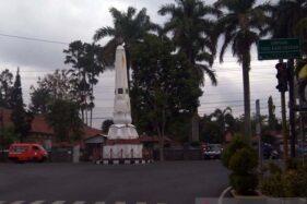 Tugu Pembangunan di simpang Jl. Merdeka dan Jl. Gatot Soebroto, Purwokerto, Kabupaten Banyumas, Jawa Tengah. (Antara-Sumarwoto)