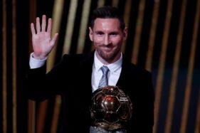 Lionel Messi meraih Ballon d'Or 2019. (Reuters/Christian Hartmann)