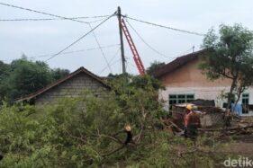 30 Menit Angin Kencang Menerjang Banyuwangi, 4 Rumah Rusak, Satu warga Terluka