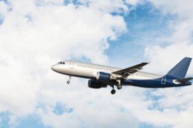 Ilustrasi pesawat. (Freepik)