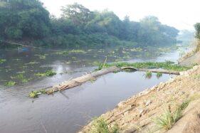 Jembatan Sesek Jebol Diterjang Derasnya Aliran Sungai Bengawan Solo