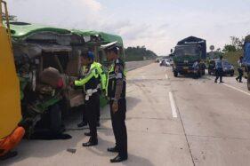 3 Kendaraan Kecelakaan di Tol Batang-Semarang, 1 Meninggal