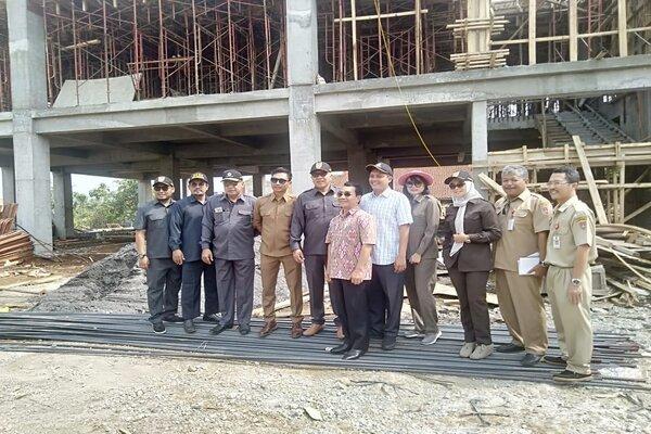 Kunjungan Komisi C DPRD Kota Semarang ke pembangunan RSUD Mijen. (Bisnis-Istimewa)