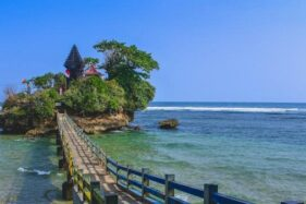 Indahnya Pantai Balekambang, Tanah Lot di Malang