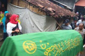 Jenazah korban angin kencang di Klaten.(Solopos/Ponco Suseno)