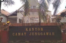 Baru Direnovasi, Atap Galvalum Kantor Kecamatan di Jember Ambruk