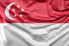 Bendera Singapura yang digunakan hingga kini. (Freepik.com)