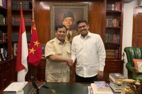 Ketua Umum DPP Partai Gerindra Prabowo Subianto menerima kunjungan silaturahmi bakal calon Wali Kota Medan Bobby Nasution, di kediamannya di Jalan Kertanegara IV, Jakarta, Sabtu (28/12/2019). (Antara)