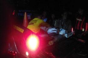 Jasad bocah yang hilang dan ditemukan tewas di Sungai Serang diangkut mobil operasional Polsek Penawangan, Kabupaten Grobogan, Jawa Tengah, Kamis (6/12/2019) malam. (Antara)
