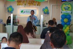 Kepala BPJS Ketenagakerjaan Kantor Cabang Kudus Ishak tampil di Kantor BPJS Ketenagakerjaan Kudus. (Antara-Akhmad Nazaruddin Lathif)