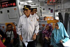 Menteri Perhubungan Budi Karya Sumadi (kedua kiri). (Antara-Aditya Pradana Putra)  *** Local Caption ***