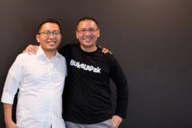 CEO Bukalapak berpindah dari Achmad Zaky (kiri) kepada Rachmat Kaimuddin (kanan). (Istimewa/Dokumentasi Bukalapak)