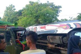 Truk Tabrak Bus Usai Disalip di Sukoharjo, 10 Orang Terluka
