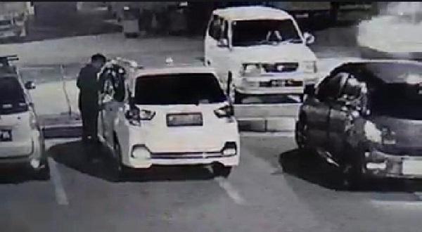 Aksi Maling Gondol Tas di Tol Saradan Madiun Terekam CCTV