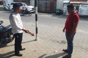 Aparat Polres Pati menunjukkan lokasi kejadian pencurian uang rp50 juta di jok motor. (Antara-Istimewa)