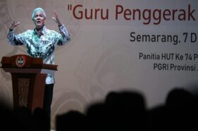 Gubernur Jateng, Ganjar Pranowo, saat menghadiri peringatan Hari Guru Nasional di Universitas PGRI Semarang (Upgris), Sabtu (7/12/2019). (Semarangpos.com-Humas Pemprov Jateng)