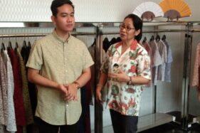Gibran Rakabuming Raka berbincang dengan pengusaha Solo Baningsih di kediaman Baningsih, Rabu (11/12/2019). (Solopos-Kurniawan)