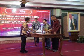 Penandatanganan kerja sama antara Gojek dengan Pemprov Jateng di Gedung Gradhika Bakti Praja, Kota Semarang, Rabu (11/12/2019). (Semarangpos.com-Gojek)