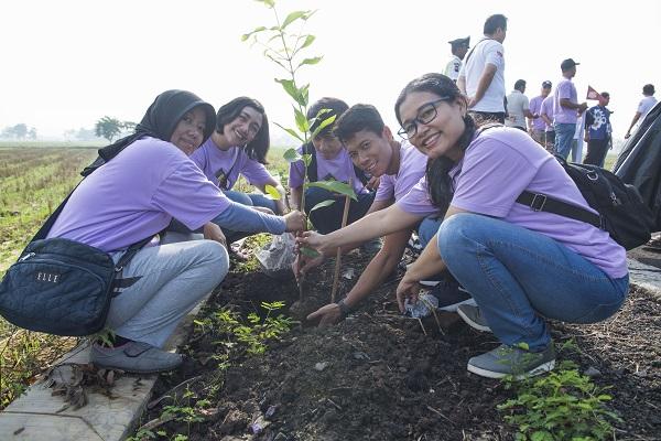 Indaco Warna Dunia Tanam 500 Pohon Bareng Warga di Kebakkramat Karanganyar
