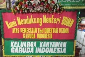 Karangan bunga dari pegawai Garuda Indonesia di Kementerian BUMN (Twitter/@hustle_unicorn)