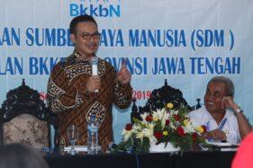 Kepala BKKBN Hasto Wardoyo tampil dalam Pembinaan Sumber Daya Manusia Perwakilan BKKBN Provinsi Jateng di Kantor BKKNN Jateng, Kota Semarang, Kamis (12/12/2019). (Antara-Humas BKKBN)