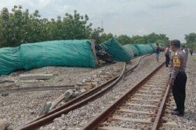 Kondisi kereta api barang terguling di Stasiun Doplang, Kecamatan Jati, Kabupaten Blora, Jawa Tengah, Kamis (12/12/2019), (Antara)