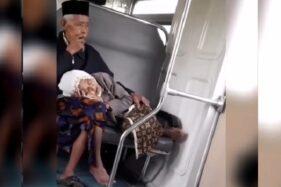 Potongan video nenek-nenk tidur di pangkuan kakek-kakek sat menaiki KA Prameks, Senin (9/12/2019). (Instagram-@jelajahsolo)