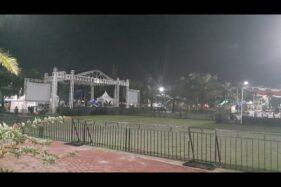 Kondisi lokasi konser musik Andra and The Backbone di Alun-alun Madiun, Jumat (13/12/2019) sekitar pukul 19.00 WIB. (Abdul Jalil-Madiunpos.com)