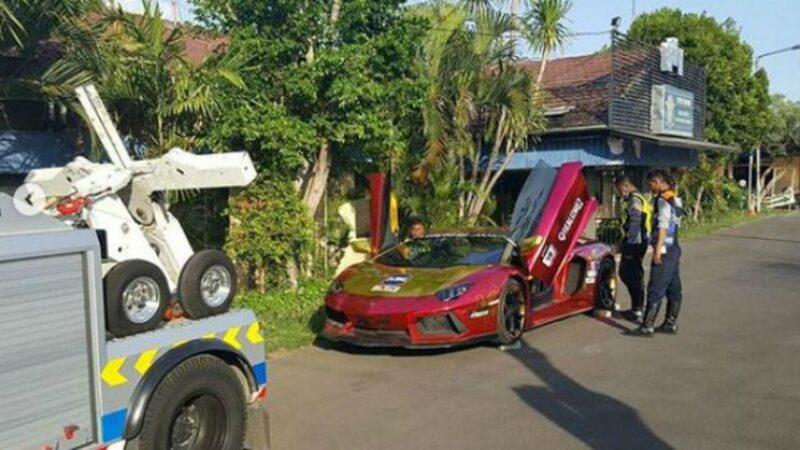 Polda Jatim Selidiki Dokumen Lamborghini yang Terbakar di Surabaya