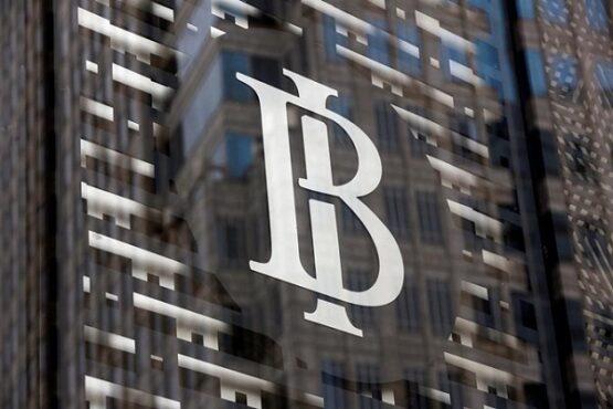 Logo Bank Indonesia terlihat di Kantor Pusat Bank Indonesia di Jakarta. (Bisnis-Reuters-Willy Kurniawan)