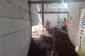 Rumah Kariyo Supadmo, 69, warga Sumbergede RT 003/RW 001, Kemuning, Ngargoyoso, Karanganyar, rusak diterjang tanah longsor, Jumat (6/12/2019). (Istimewa-BPBD Karanganyar)