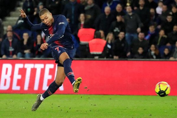 Hattrick Mbappe Sumbang Kemenangan PSG Saat Bekuk Barcelona 4-1