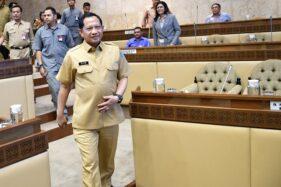 Menteri Dalam Negeri (Mendagri) Tito Karnavian bersiap mengikuti rapat kerja dengan Komisi II DPR di kompleks Parlemen, Jakarta, Selasa (26/11/2019). (Antara-Aditya Pradana Putra)