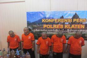 Sejumlah tersangka kasus narkoba di Mapolres Klaten, Senin (9/12/2019). (Solopos/Ponco Suseno)