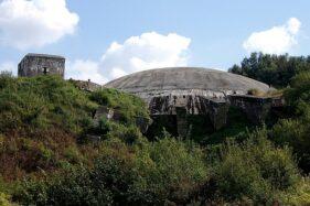 Bunker La Coupole di Prancis yang menjadi salah satu target Operasi Crossbow. (Wikimedia.org)