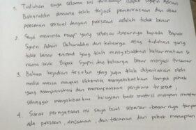 Surat pernyataan dari Rizky Amelia yang dibacakan anggota Dewan Pengawas BPJS Ketenagakerjaan Syafri Adnan Baharuddin. (Suara.com/Muhammad Yasir)